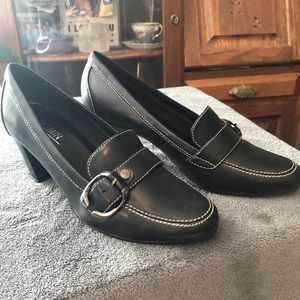 NIB Pumps w/ buckle Black
